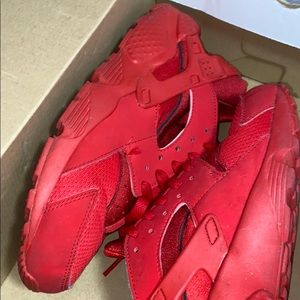 Red Huraches